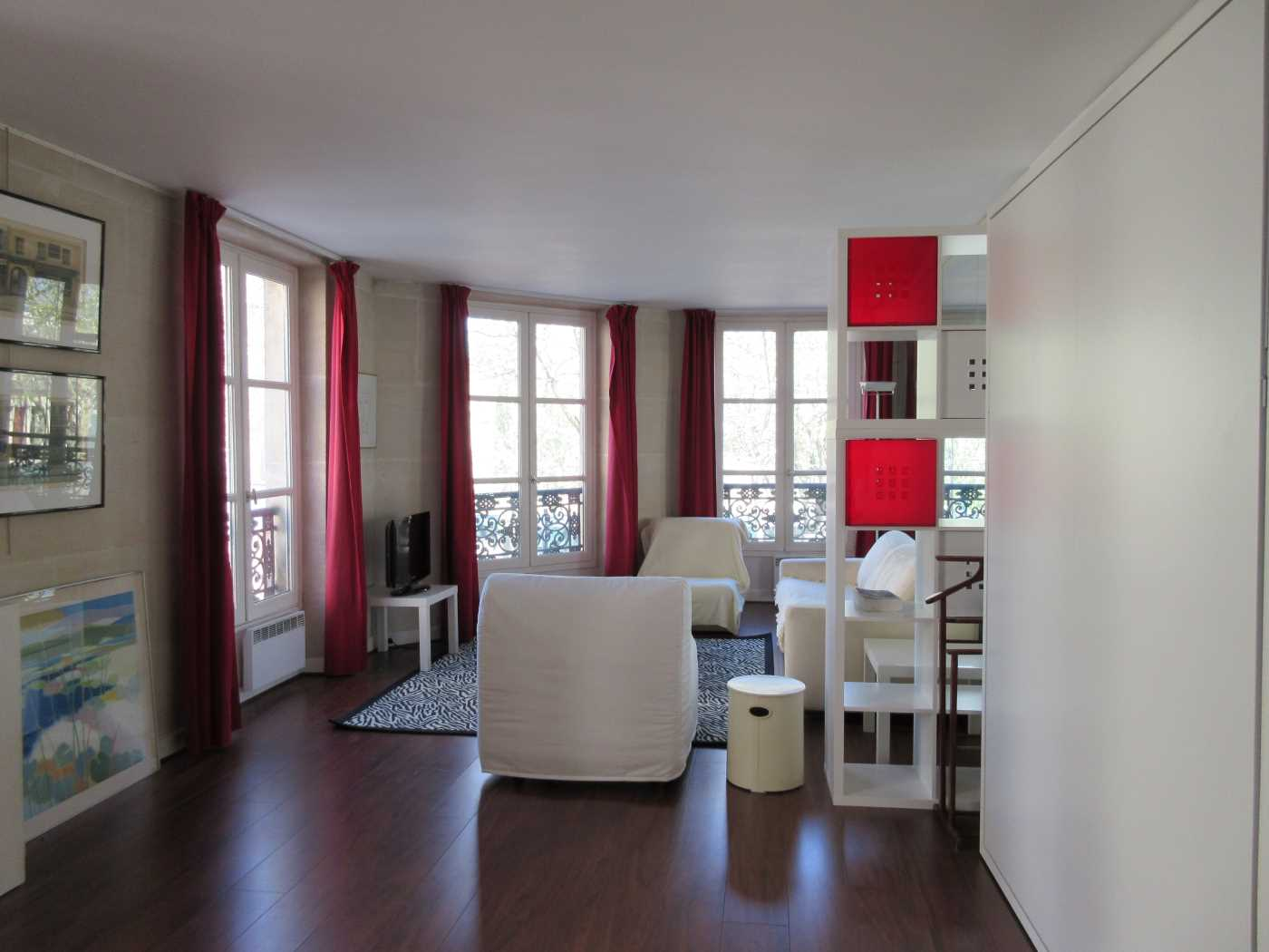 Location appartement meubl paris 5 cattalan johnson for Location immobilier atypique paris